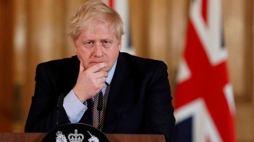 İngiltere Başbakanı Johnson'ın karantina kararı halkı kızdırdı