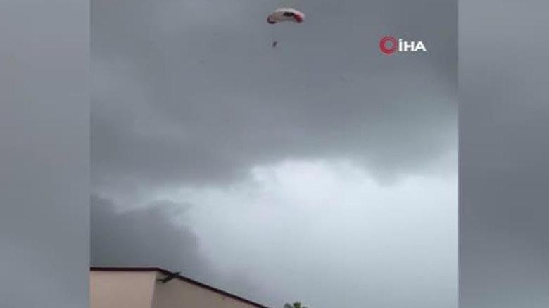 Havada korku dolu anlar! Paraşütünün halatı koptu, elektrik tellerine düştü