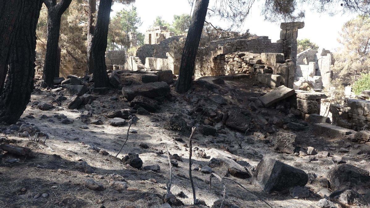 Manavgat yangınında antik kent Lyrbe de kül oldu