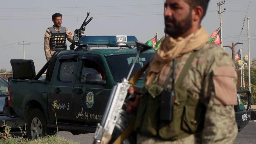 Afganistan'da korkutan ilerleme sürüyor: İlk başkent düştü