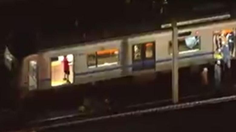 Tokyo metrosunda bıçaklı saldırı