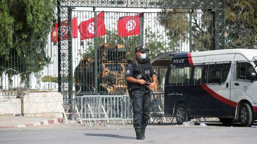 Tunus'ta üst düzey muhalifi ev hapsine aldılar
