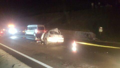 Bariyere çarpan otomobil takla attı: 3 ölü
