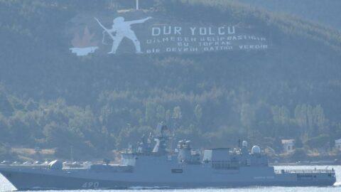 Romanya devriye gemisi ile Rus savaş gemisi, Çanakkale Boğazı'ndan geçti