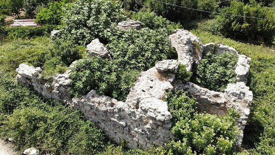 Defineciler 600 yıllık hamamı talan etti