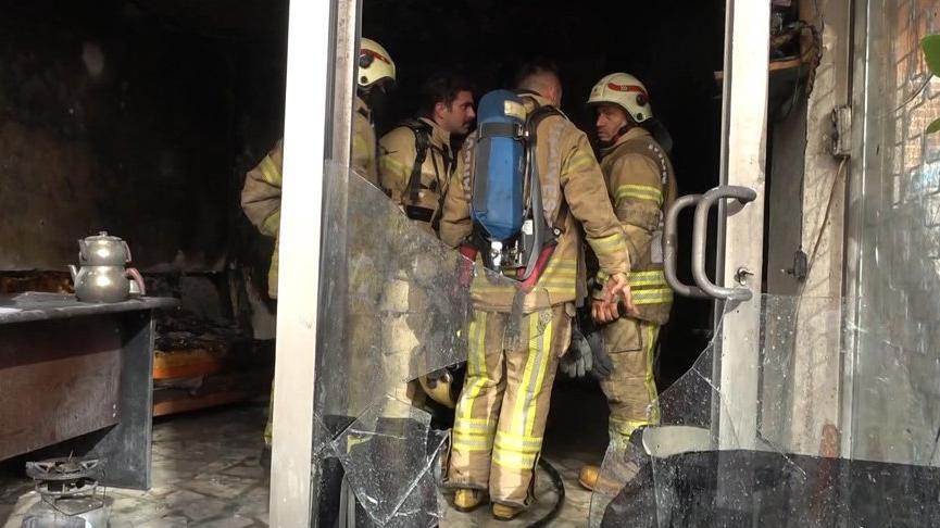 Korsan taksi durağı iddiasıyla iş yerini ateşe verdiler
