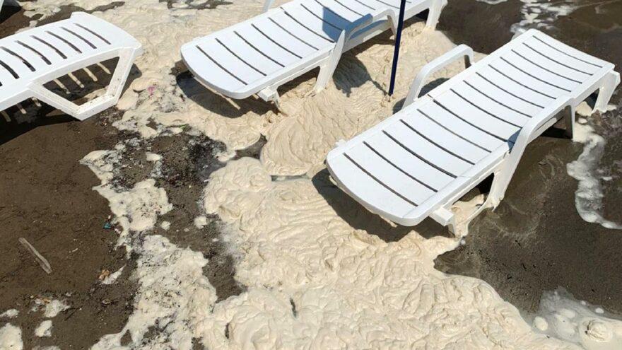 Datça sahilinde müsilaja benzer tedirgin eden görüntü