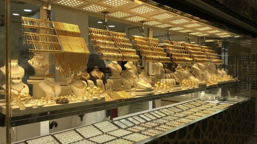 Altın fiyatları tepe taklak oldu