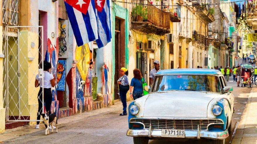 Küba'da küçük ve orta ölçekli özel işletmelere izin verilecek
