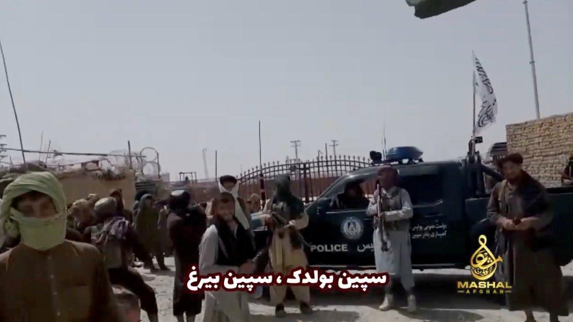 Afganistan'da Taliban güç kazanıyor: Çatışmalar arttı, ülkeden kaçın uyarısı geldi