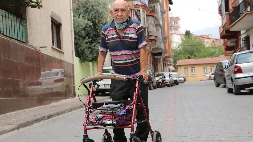 Yavaş gitmesini söyleyen yürüme engelliyi darbetti