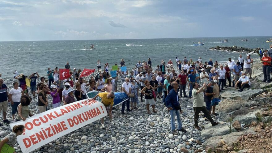 Kafes balıkçılığına hem kara ve hem de denizde protesto