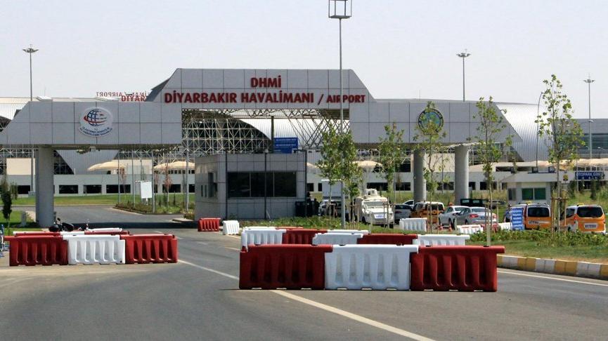 Iğdır-Ankara seferini yapan 110 yolculu uçak acil iniş yaptı
