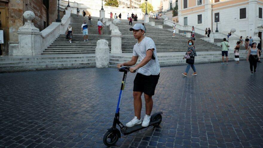 İtalyan parlamentosu e-scooter terörünü bastırmak için harekete geçti