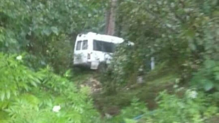 Minibüs şarampole yuvarlandı; anne öldü, kızı ve sürücü yaralandı