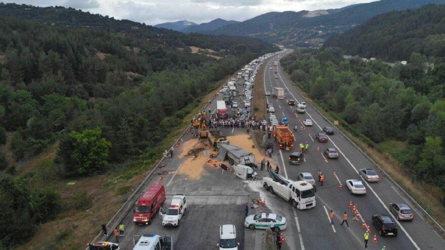 TEM'de feci kaza! İstanbul istikameti trafiğe kapandı