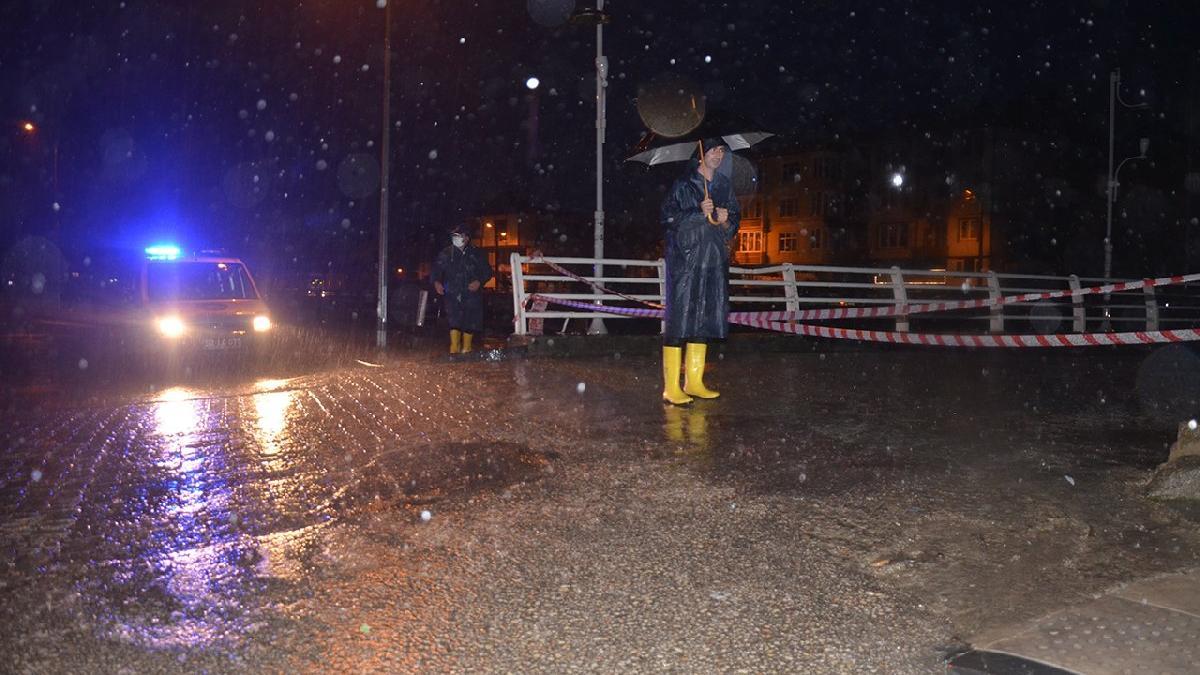 İlçeyi sel vurdu: Birçok evi su bastı