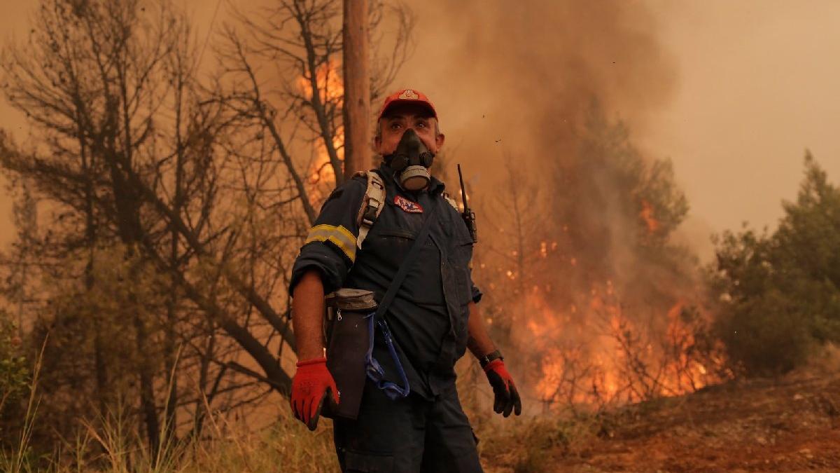 Yunanistan'ın Eğriboz Adası'nda yangınlar kontrolden çıktı