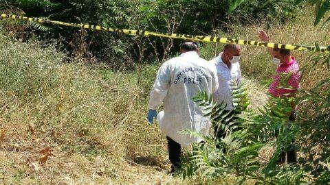 Çöp sandığı ayakkabıyı almak isterken ceset buldu
