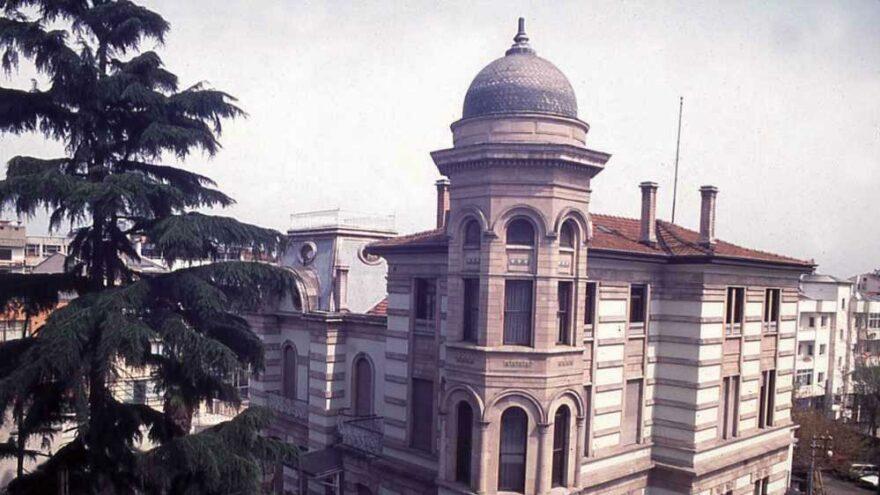 Tarihi müze binasının tadilatı Arap saçına döndü