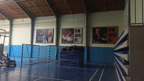 Atatürk portresi yerine bakanın portresini astılar