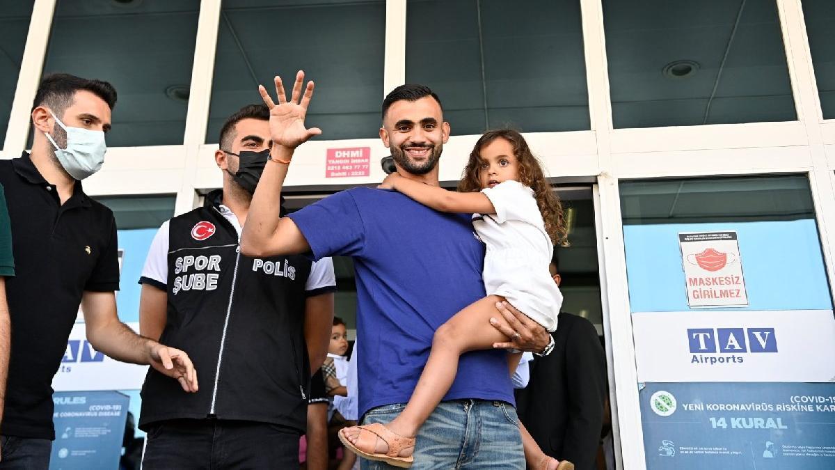 Beşiktaş yıldızına kavuştu! Rachid Ghezzal, İstanbul'da
