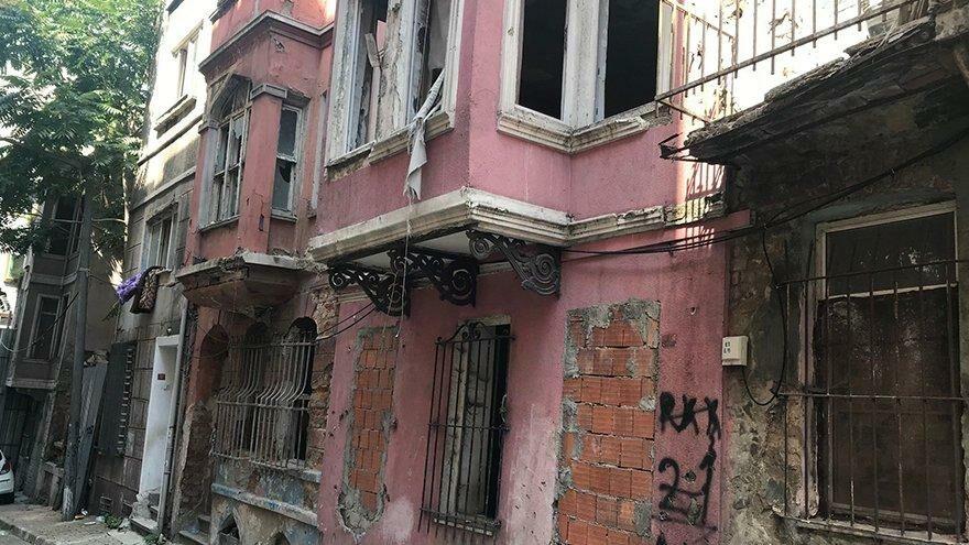 Tarihi binalara hırsızlar dadandı