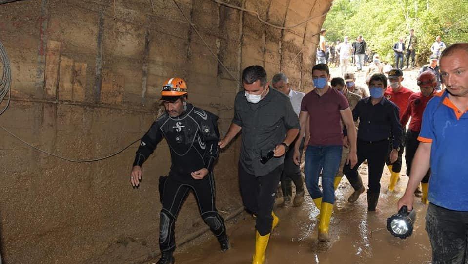 HES tünelinde kaybolan işçiyi arama çalışmaları devam ediyor