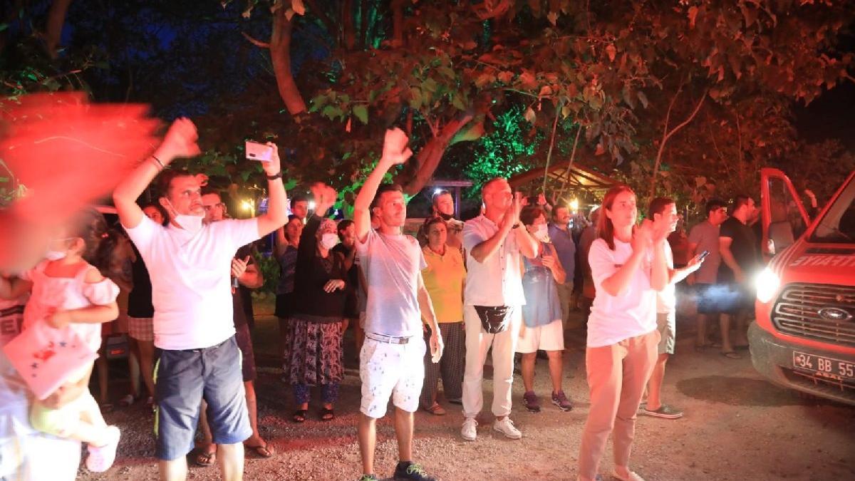 Antalya ve Muğla'da 12 gün boyunca yangınlara müdahale eden İBB itfaiyesi alkışlarla uğurlandı