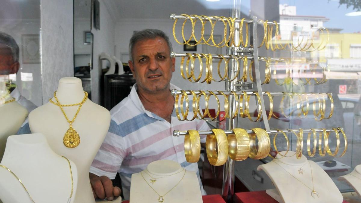 Altın zannederek imitasyon bilezikleri gasp etti