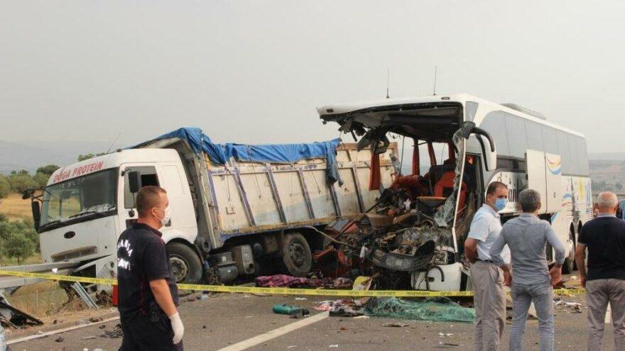 Manisa'daki korkunç kazada otobüsün çarptığı kamyonun sürücüsü tutuklandı
