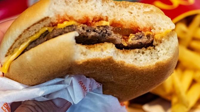 """Ünlü fast food zincirine, """"orucumu bozdurdu"""" davası"""