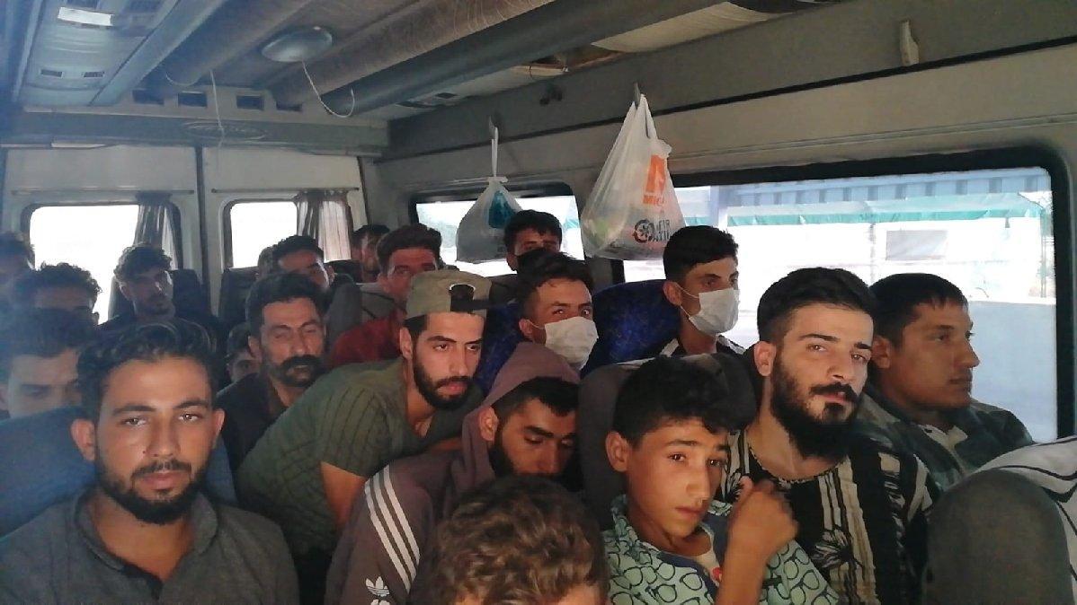 14 kişilik minibüsten 28 kaçak göçmen çıktı