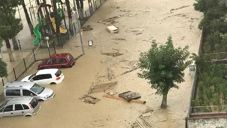 Sinop ve Samsun'da sel: Yollar göle döndü, hastane boşaltıldı
