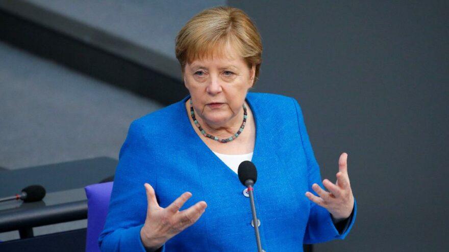Aşı olmayan Almanların hayatı artık daha zor ve pahalı olacak