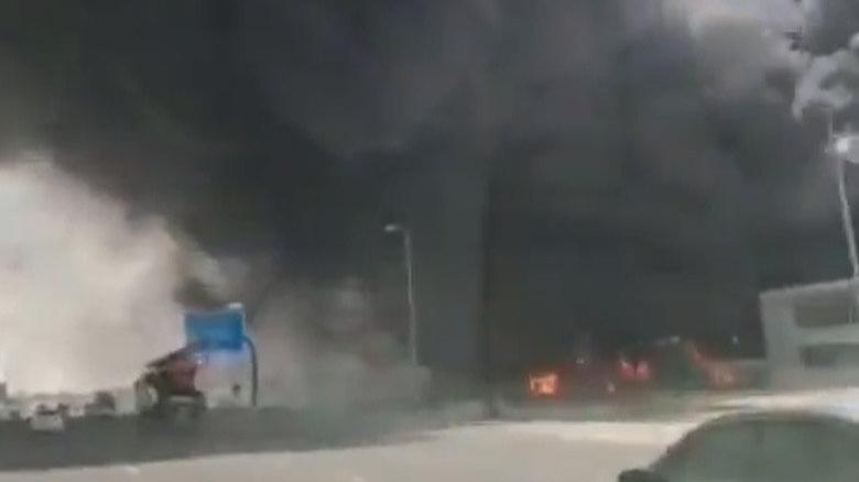 Dubai'de plastik fabrikasında büyük yangın
