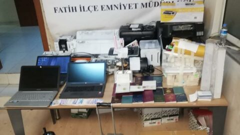 Sahte pasaport ve kimlik yapan şahıslara operasyon