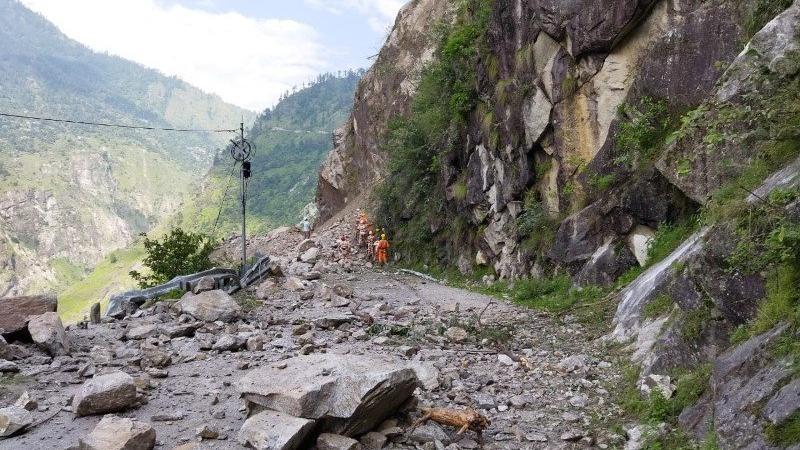 Hindistan'da toprak kayması faciası! Çok sayıda ölü ve kayıp var