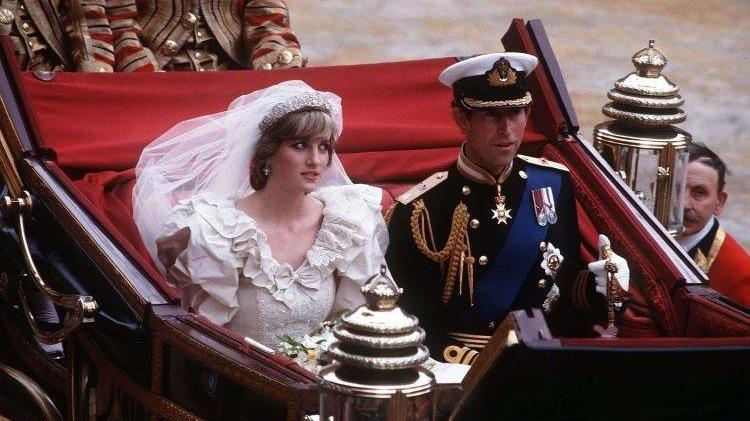 Prens Charles ve Diana'nın düğün pastası 40 yıl sonra açık artırmaya çıktı