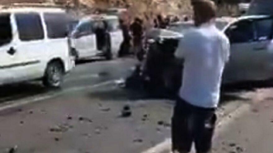 İki otomobil kafa kafaya çarpıştı! Çok sayıda yaralı var