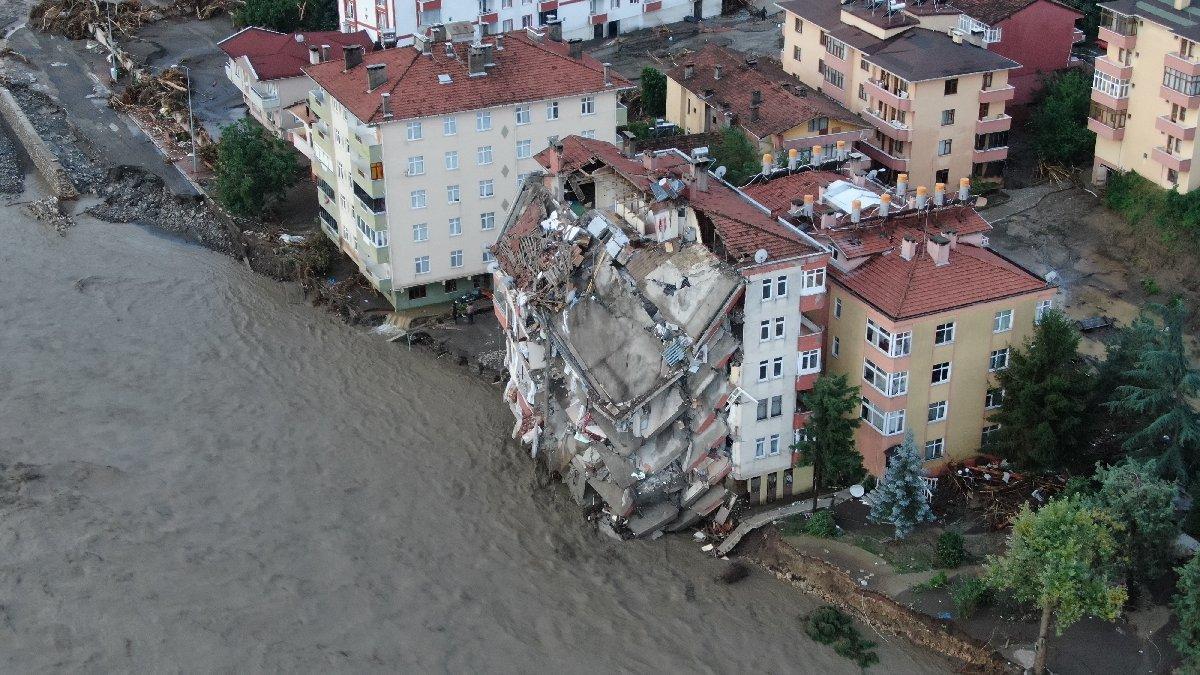 Kastamonu'da sel! Binalar çöktü, iki kişi öldü