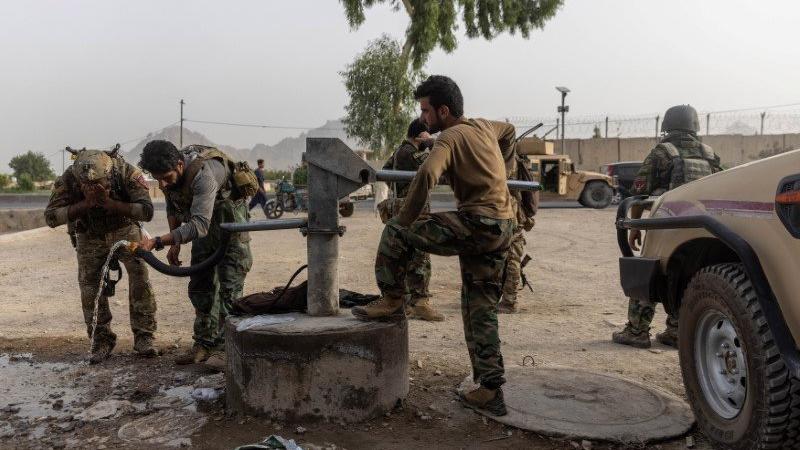 Taliban, Afganistan'ın en büyük üçüncü kentini de ele geçirdi