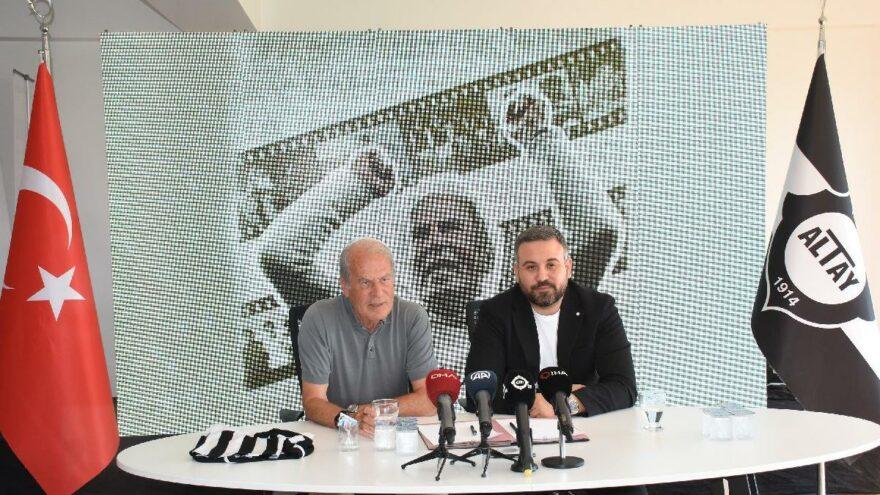 Altay'da teknik direktör Mustafa Denizli ve yeni transferler için imza töreni düzenlendi
