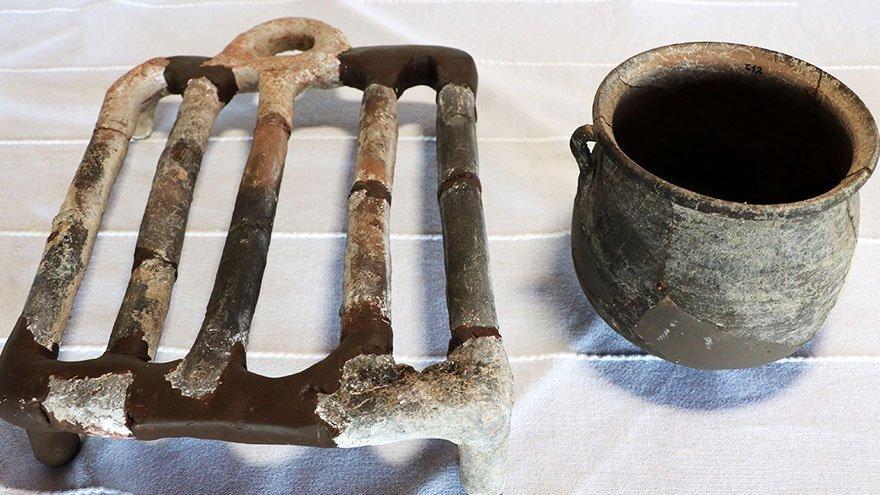 Assos'ta 1650 yıllık toprak ızgara ve kaplar bulundu