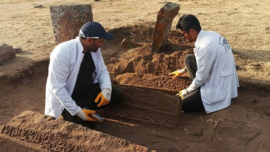 Ahlat Selçuklu Meydan Mezarlığı'nda iki sanduka bulundu