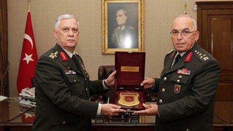 Kara Kuvvetleri Komutanlığı'nda devir teslim töreni