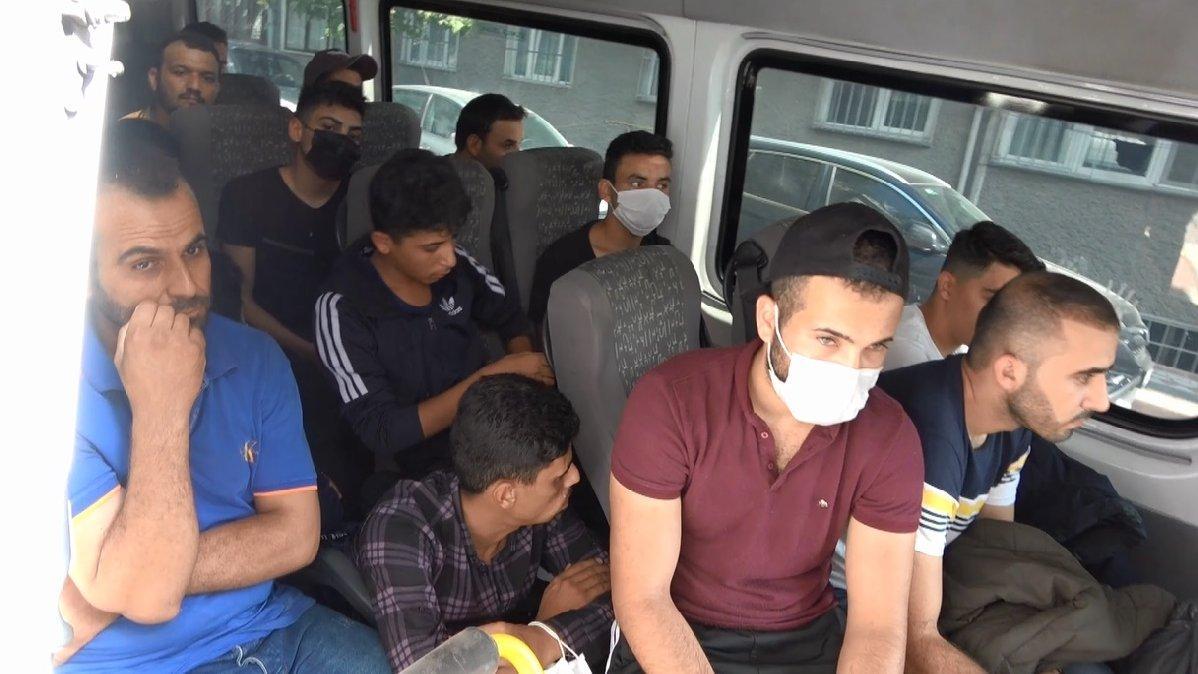 İstanbul'da minibüs dolusu kaçak göçmen yakalandı
