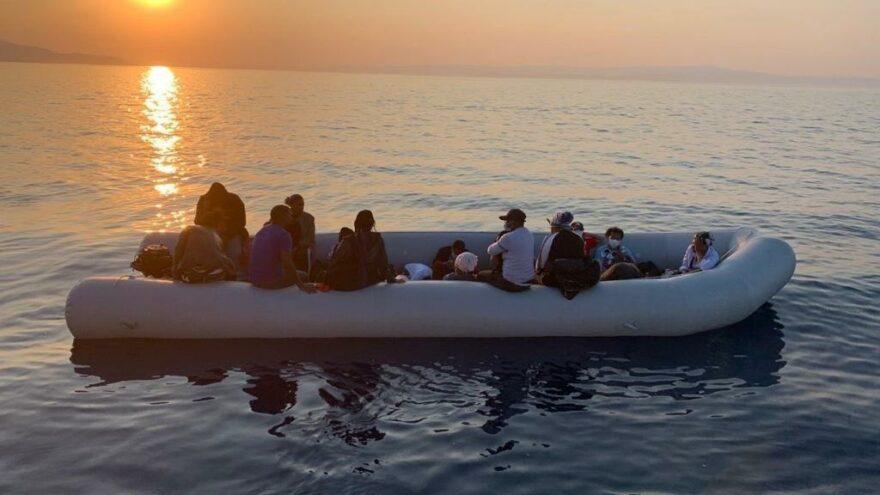 Botları sürüklenen kaçak göçmenler kurtarıldı