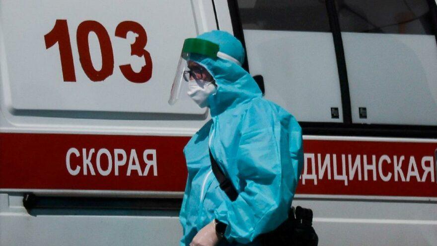 Rusya'da salgında yeni rekor: Son 24 saatte 815 can kaybı