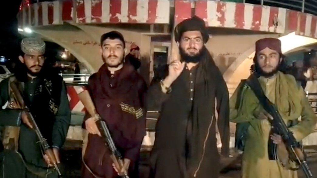 Afganistan'da bir kale daha düştü... Taliban ülkenin en büyük ikinci şehri Kandahar'ı aldı